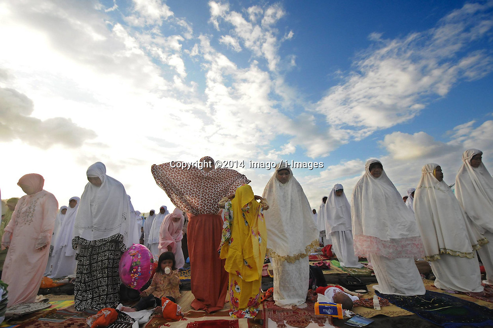 Image ©Licensed to i-Images Picture Agency. 28/07/2014. Yogyakarta, Indonesia. <br /> 61981788<br /> Muslims pray during the Eid Al-Fitr celebration in Yogyakarta, Indonesia, on July 28, 2014. Eid Al-Fitr marks the end of the Muslim fasting month of Ramadan. Picture by  imago / i-Images<br /> UK ONLY