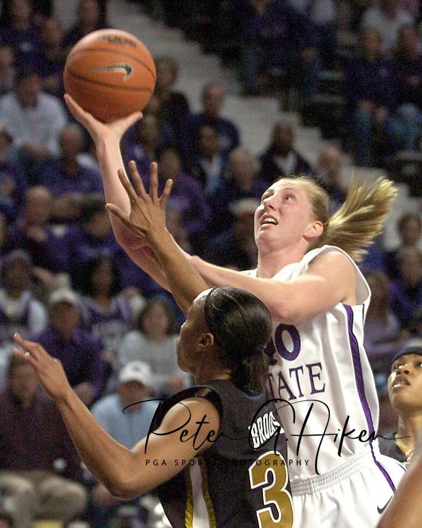 Kansas State's JoAnn Hamlin (R) drives and scores over Missouri's Tiffany Brooks (L), during Missouri's 66-65 overtime win over K-State at Bramlage Coliseum in Manhattan, Kansas, February 1, 2006.