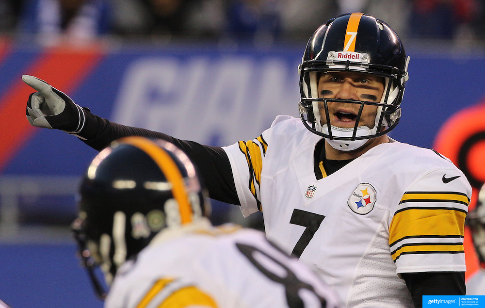 Steelers Quarterback Ben Roethlisberger in action during the New York Giants V Pittsburgh Steelers NFL American Football match at MetLife Stadium, East Rutherford, NJ, USA. 4th November 2012. Photo Tim Clayton