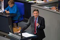 DEU, Deutschland, Germany, Berlin, 11.09.2019: Der kommissarische SPD-Fraktionschef Dr. Rolf Mützenich (SPD) bei einer Rede während einer Plenarsitzung im Deutschen Bundestag.