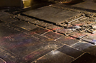 Nederland, Den Bosch, 20160409<br /> De eeuwenoude grafstenen in de kerk worden kleurig beschenen. Het gekleurde glas van de mozaiekramen vormt een spel van kleur.<br /> Kathedraal St. Jan in Den Bosch.De Sint-Janskathedraal (voluit: de Kathedrale Basiliek van Sint-Jan Evangelist) in de binnenstad van 's-Hertogenbosch wordt veelal beschouwd als het hoogtepunt van de Brabantse gotiek. De kathedraal imponeert door zijn omvang en enorme rijkdom aan beeldhouwwerk. Uniek in Nederland zijn de dubbele luchtbogen en uniek in de wereld zijn de 96 luchtboogfiguren.De kerk in volle pracht op de Parade<br /> Sint-Janskathedraal<br /> <br /> Netherlands, Den Bosch<br /> The St. John's Cathedral (in full: the Cathedral Basilica of St. John the Evangelist) in the city of 's-Hertogenbosch is often regarded as the pinnacle of Brabant Gothic. The cathedral impresses by its size and wealth of sculpture. Unique in the Netherlands are the double flying buttresses and unique in the world, the 96 flying buttress figures.<br /> St. John's Cathedral