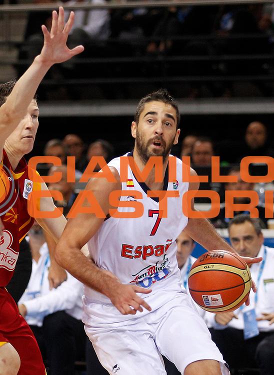 DESCRIZIONE : Kaunas Lithuania Lituania Eurobasket Men 2011 Semifinali Semi Final Round Spagna Macedonia Spain F.Y.R. of Macedonia<br /> GIOCATORE : Juan Carlos Navarro<br /> SQUADRA : Spagna Spain <br /> EVENTO : Eurobasket Men 2011<br /> GARA : Spagna Macedonia Spain F.Y.R. of Macedonia<br /> DATA : 16/09/2011 <br /> CATEGORIA : palleggio<br /> SPORT : Pallacanestro <br /> AUTORE : Agenzia Ciamillo-Castoria/L.Kulbis<br /> Galleria : Eurobasket Men 2011 <br /> Fotonotizia : Kaunas Lithuania Lituania Eurobasket Men 2011 Semifinali Semi Final Round Spagna Macedonia Spain F.Y.R. of Macedonia<br /> Predefinita :