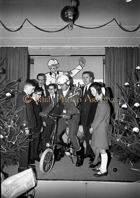 22/12/1965<br /> 12/22/1965<br /> 22 December 1965<br /> <br /> Mr. Sean Flanagan T.D.(Parliamentary Secretary to the Minister for Industry and Commerce with some of the winners