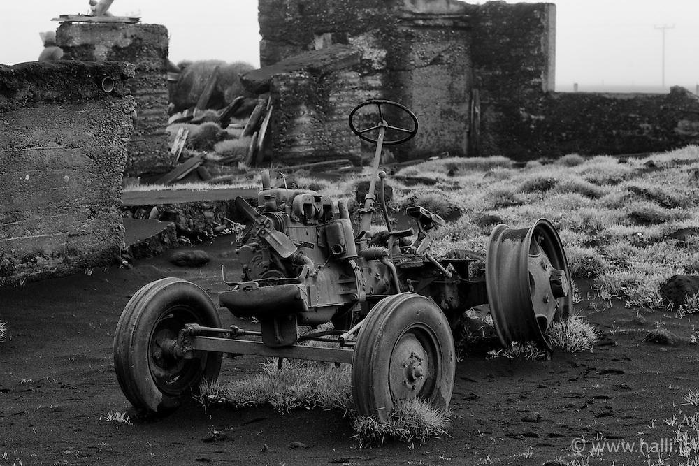 Tractor covered in volcanic ash at Eyjafjoll,  Iceland - Traktor í ösku við Eyjafjöll