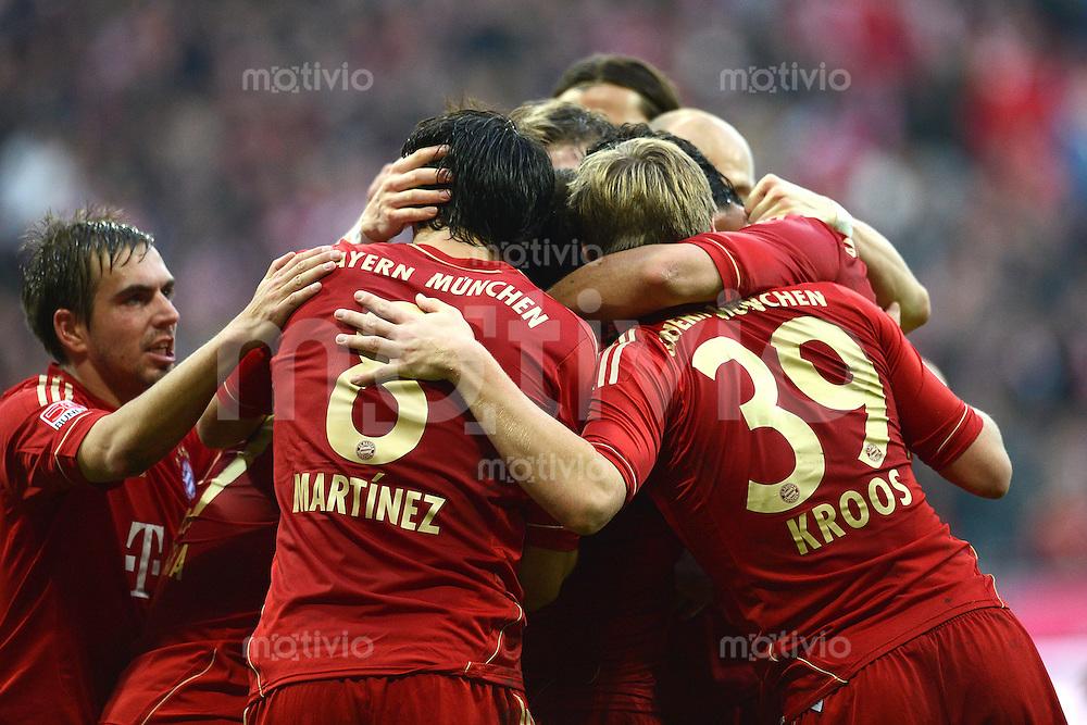 FUSSBALL   1. BUNDESLIGA  SAISON 2012/2013   11. Spieltag FC Bayern Muenchen - Eintracht Frankfurt    10.11.2012 Philipp Lahm , Javi , Javier Martinez, Toni Kroos (v. li., FC Bayern Muenchen)
