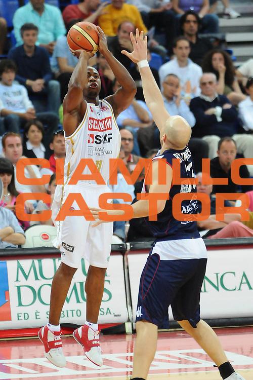 DESCRIZIONE : Pesaro Lega A 2008-09 Scavolini Spar Pesaro Angelico Biella<br /> GIOCATORE : Michael Hicks<br /> SQUADRA : Scavolini Spar Pesaro<br /> EVENTO : Campionato Lega A 2008-2009 <br /> GARA : Scavolini Spar Pesaro Angelico Biella<br /> DATA : 10/05/2009<br /> CATEGORIA : Tiro<br /> SPORT : Pallacanestro <br /> AUTORE : Agenzia Ciamillo-Castoria/L.Toni<br /> Galleria : Lega Basket A1 2008-2009<br /> Fotonotizia : Pesaro Lega A 2008-2009 Scavolini Spar Pesaro Angelico Biella<br /> Predefinita :
