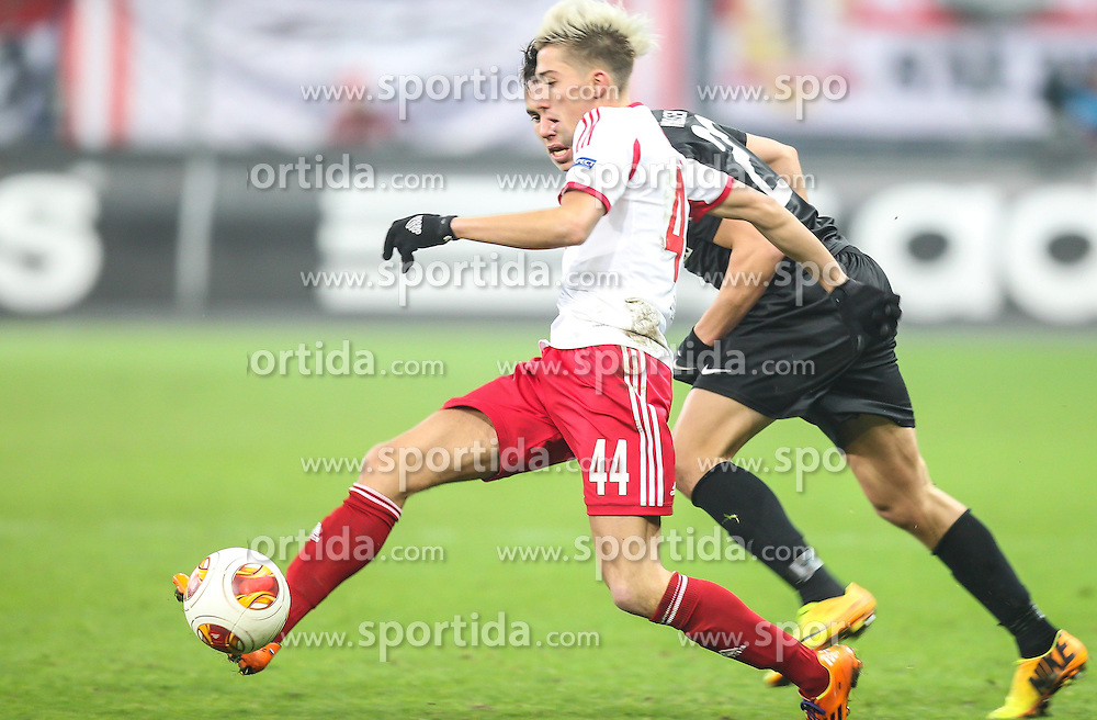 12.12.2013, Red Bull Stadion, Salzburg, AUT, UEFA EL, FC Red Bull Salzburg vs Esbjerg fB, Gruppe C, im Bild Jonas Knudsen, (Esbjerg fB, #23) und Kevin Kampl, (FC Red Bull Salzburg, #44) // during the UEFA Europa League group C Match between FC Red Bull Salzburg and Esbjerg fB at the Red Bull Stadion, Salzburg, Austria on 2013/12/12. EXPA Pictures © 2013, PhotoCredit EXPA/ Roland Hackl