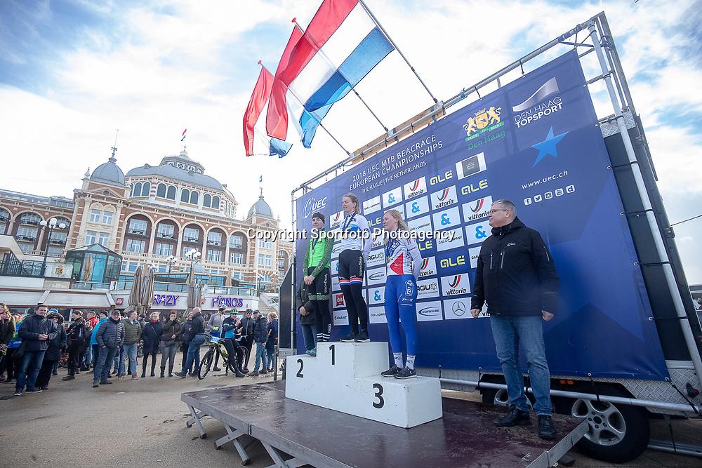 09-12-2018: Wielrennen: EK beachrace: Scheveningen<br />Podium vrouwen Pauliena Rooijakkers; Riejanne Markus; Rozanne Slik