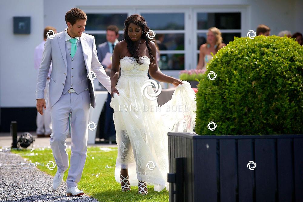LOOSDRECHT - Pearl Jozefzoon is vandaag getrouwd met Renze Klamer op een wel hele mooie locatie, namelijk Finley 'Evenementenlocatie Het Witte Huis'. FOTO LEVIN DEN BOER - PERSFOTO.NU