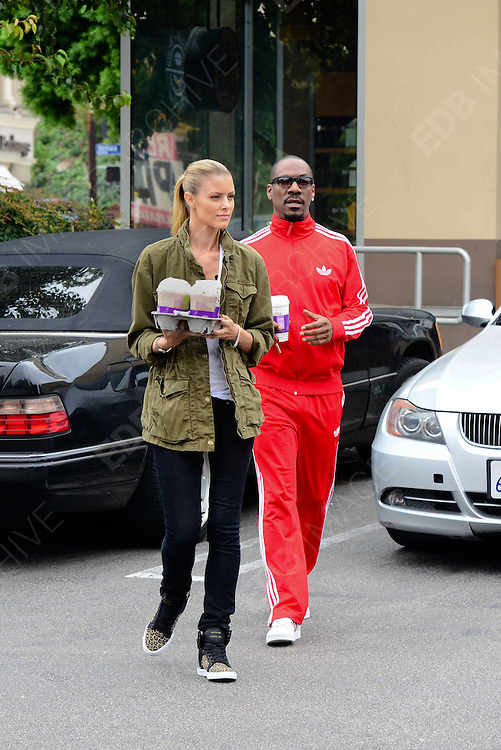 13.OCTOBER.2013. LOS ANGELES<br /> <br /> (CODE - CI)<br /> EDDIE MURPHY AND GIRLFRIEND PAIGE BUTCHER GETTING LOTS OF COFFEE IN LOS ANGELES, USA.<br /> <br /> BYLINE: EDBIMAGEARCHIVE.CO.UK<br /> <br /> *THIS IMAGE IS STRICTLY FOR UK NEWSPAPERS AND MAGAZINES ONLY*<br /> *FOR WORLD WIDE SALES AND WEB USE PLEASE CONTACT EDBIMAGEARCHIVE - 0208 954 5968*