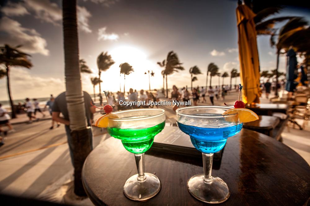 20151122 Fort Lauderdale  Florida USA <br /> L&ouml;pt&auml;vling Turkey race vid<br /> FT Lauderdale beach<br /> Thanks giving<br /> Tv&aring; f&auml;rg glada drinkar<br /> <br /> FOTO : JOACHIM NYWALL KOD 0708840825_1<br /> COPYRIGHT JOACHIM NYWALL<br /> <br /> ***BETALBILD***<br /> Redovisas till <br /> NYWALL MEDIA AB<br /> Strandgatan 30<br /> 461 31 Trollh&auml;ttan<br /> Prislista enl BLF , om inget annat avtalas.