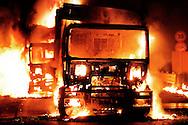 Terzigno, Italia - 23 settembre 2010. Momenti di tensione tra manifestanti e forze dell'ordine a Terzigno. I dimostranti protesano contro lo sversamento di tonnellate di rifiuti nella ormai satura discarica di Terzigno. Durante i disordino sono stati dati alle fiamme 2 autocompttatori..Ph. Roberto Salomone Ag. Controluce.ITALY - Moments of tension between police forces and demostrators that protest against the Terzigno landfill in TErzigno on September 23, 2010.