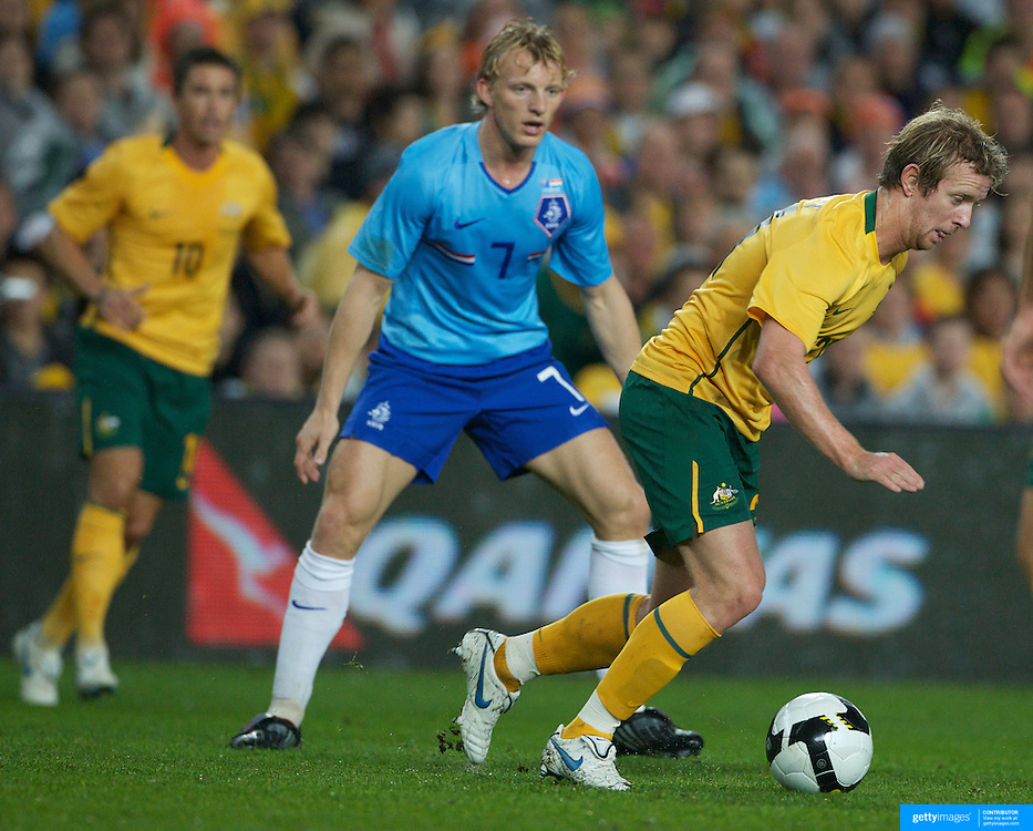 David Carney, Australia, (right) goes past Dirk Kuyt, Holland, during the friendly International between Australia and The Netherlands at The Sydney Football Stadium, Sydney, Australia on Saturday, October 10th 2009. Photo Tim Clayton