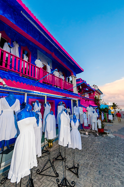 Clothing shop, La Quinta Avenida (5th Avenue), a pedestrian shopping street in Playa del Carmen, Riviera Maya, Quintana Roo, Mexico.