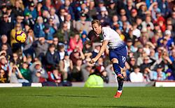 BURNLEY, ENGLAND - Saturday, February 23, 2019: Tottenham Hotspur's Harry Kane shoots during the FA Premier League match between Burnley FC and Tottenham Hotspur FC at Turf Moor. (Pic by David Rawcliffe/Propaganda)