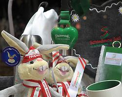 30.01.2013, Schladming, AUT, FIS Weltmeisterschaften Ski Alpin, Schladming 2013, Vorberichte, im Bild Hopsi und Merchandising-Artikel in einem Schaufenster am 30.01.2013 // mascot Hopsi and merchandising gifts in a shop window on 2013/01/30, preview to the FIS Alpine World Ski Championships 2013 at Schladming, Austria on 2013/01/30. EXPA Pictures © 2013, PhotoCredit: EXPA/ Martin Huber