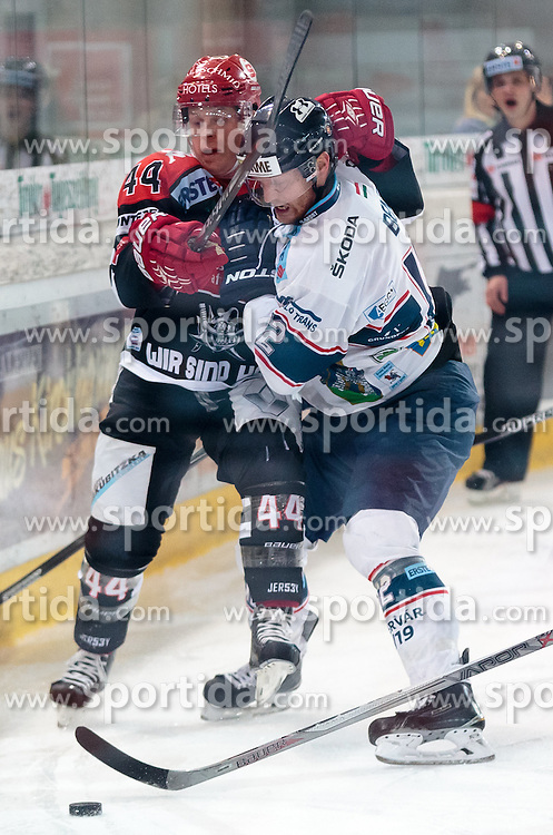 09.10.2015, Tiroler Wasserkraft Arena, Innsbruck, AUT, EBEL, HC TWK Innsbruck die Haie vs Fehervar AV 19, 9. Runde, im Bild vl.:  Jeff Ulmer (HC TWK Innsbruck Die Haie), Andras Benk (Fehervar AV 19) // during the Erste Bank Icehockey League 9th round match between HC TWK Innsbruck  die Haie and Fehervar AV 19 at the Tiroler Wasserkraft Arena in Innsbruck, Austria on 2015/10/09, EXPA Pictures © 2015, PhotoCredit: EXPA/ Jakob Gruber