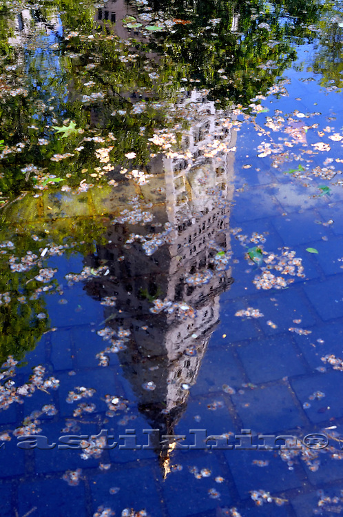 Reflection of MetLife Building