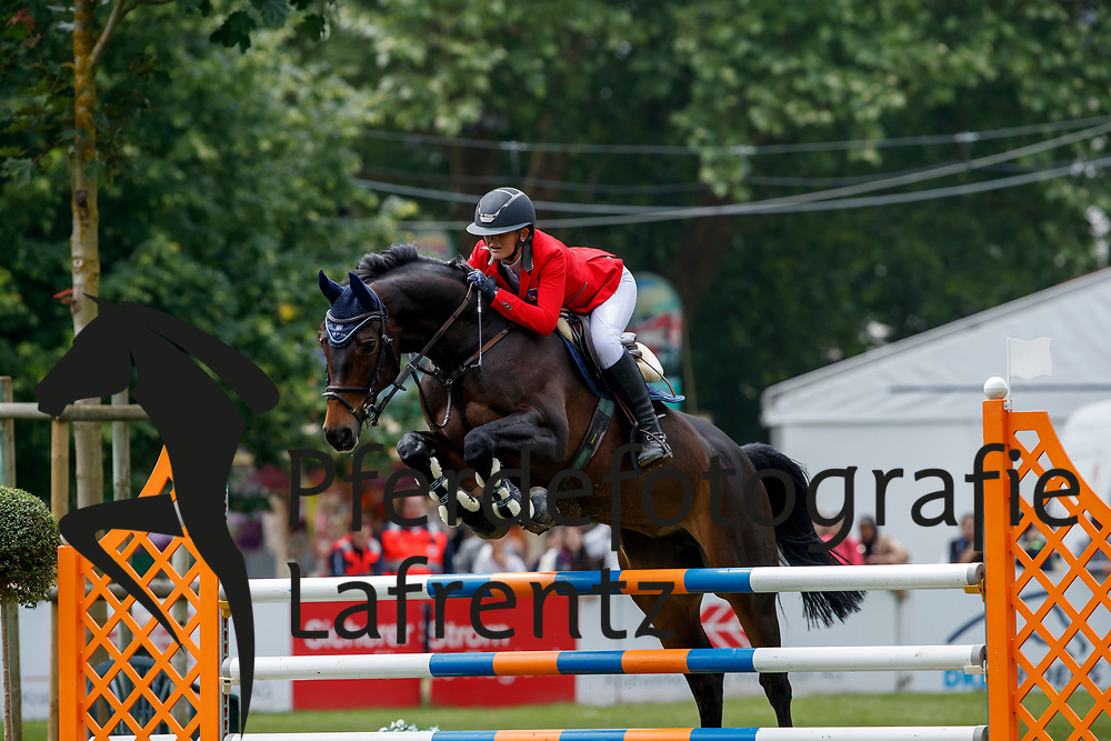STRAUMANN Géraldine (SUI), Agneta Charming Miss Jones<br /> Wiesbaden - 82. PfingstTurnier 2018<br /> SPOOKS Amateur Trophy<br /> 18. Mai 2018<br /> www.sportfotos-lafrentz.de/Stefan Lafrentz