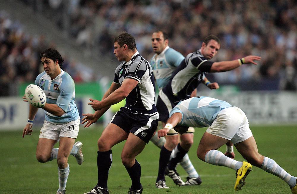 Ross Ford attacks for Scotland. Argentina v Scotland (19 - 13) Stade de France, St Dennis, 07/10/2007, Quarter Final Match 44. Rugby World Cup 2007