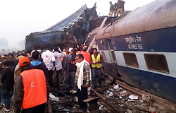 November 20, 2016 - Allahabad, Uttar Pradesh, India - Rescue officials on the spot where 14 coaches of the Indore-Patna express derailed, killing around 90 people and injuring 150, in Kanpur. (Credit Image: © Prabhat Kumar Verma/Pacific Press via ZUMA Wire)