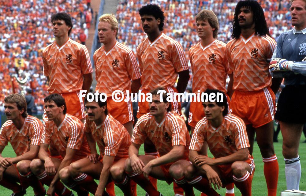 UEFA European Championship - West Germany 1988<br /> 25.06.1988, Olympiastadion, M&uuml;nchen / Olympic Stadium, Munich.  <br /> Final, Holland v Soviet Union. <br /> Holland starting line up, back row, left to right: Marco van Basten, Ronald Koeman, Frank Rijkaard, Erwin Koeman, Ruud Gullit, Hans van Breukelen.<br /> Front row, l to r: Adri van Tiggelen, Arnold Muhren, Berry van Aerle, Jan Wouters, Gerald Vanenburg.