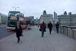 UK ENGLAND LONDON 20DEC11 - Pedestrians and traffic on London Bridge.....jre/Photo by Jiri Rezac....© Jiri Rezac 2011