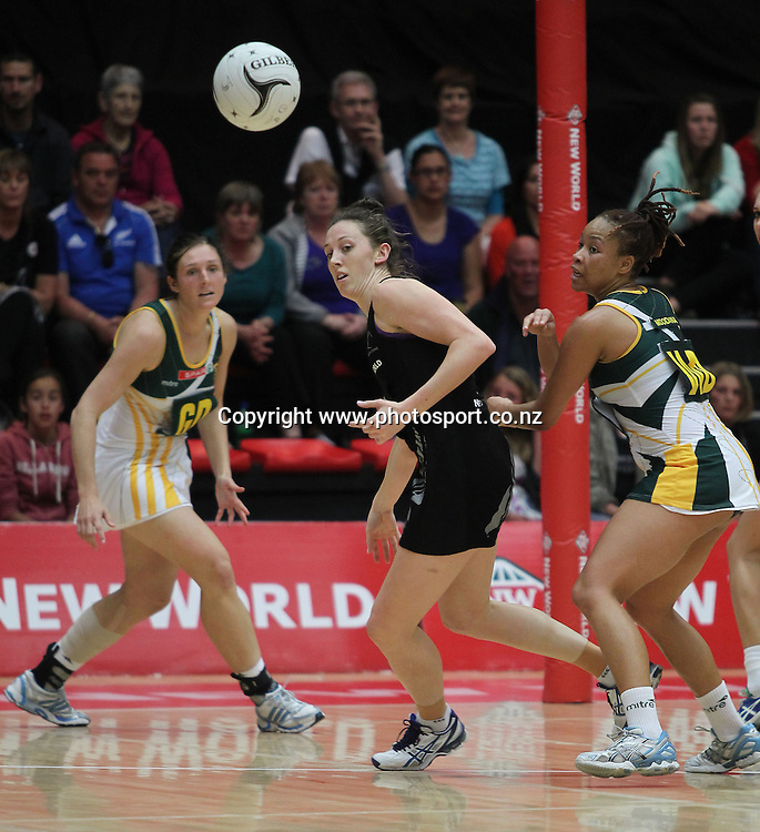 Silver Fern's Bailey Mes, centre, and South Africa's Zanele Mdodana, right, and Amanda Mynhardt during the 2012 New World Quad Series. Silver Ferns v South Africa at Tect Arena, Tauranga, New Zealand on Sunday 28 October 2012. Photo: Mark McKeown / photosport.co.nz