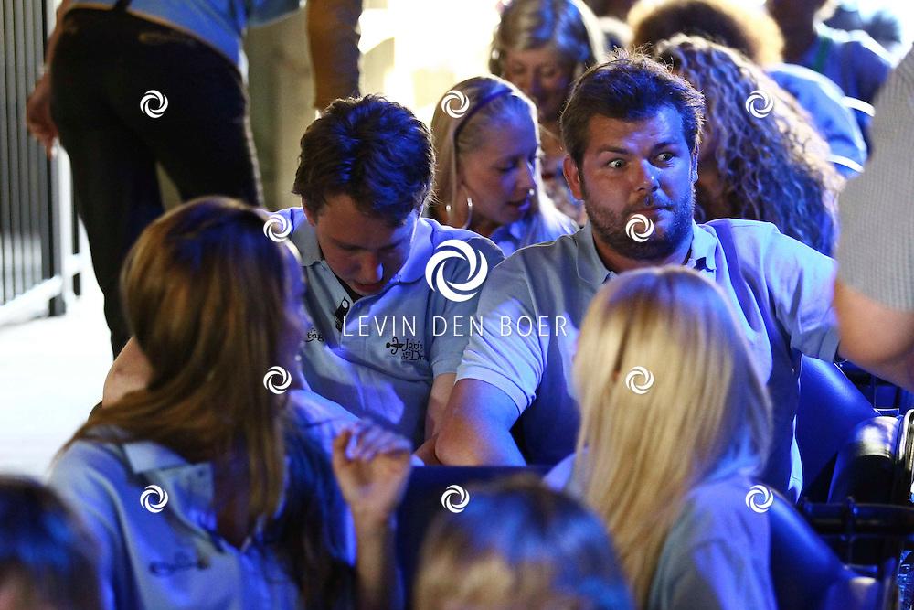 KAATSHEUVEL - In de Efteling was vandaag de officiele opening van Joris en de Draak.  Met op de foto Mariska van Kolck. FOTO LEVIN DEN BOER - PERSFOTO.NU  Met op de foto Sander Lantinga die zijn gordel niet vast kreeg van de nieuwe attractie Joris en de Draak. FOTO LEVIN DEN BOER - PERSFOTO.NU