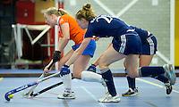 HEEMSKERK- Zaalhockey - Bloemendaal-Pinoke .   Laurien Boot met Frederique Malefason van Pinoke. Copyright Koen Suyk