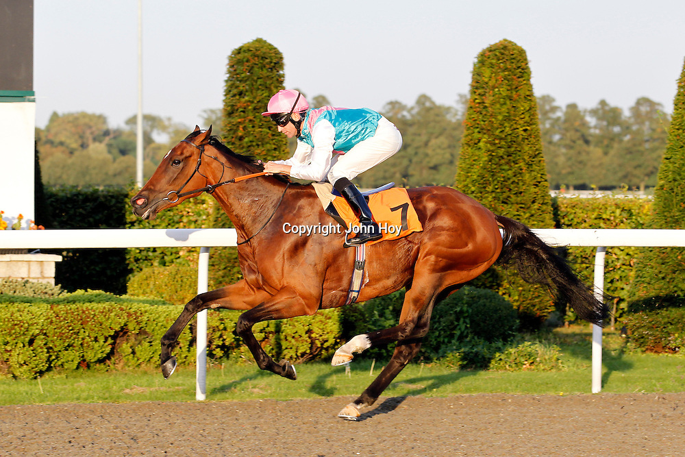 Positively and Pat Dobbs winning the 6.20 race
