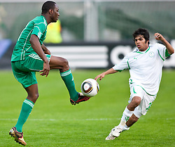 25.05.2010, Alpenstadion, Wattens, AUT, FIFA Worldcup Vorbereitung, Testspiel Nigeria (NGA) vs Saudi Arabien (KSA), im Bild Chinedu Obasi ( NGA #7 ) vs Al Shehri Yahya Sula ( KSA #24 ). EXPA Pictures © 2010, PhotoCredit: EXPA/ J. Groder / SPORTIDA PHOTO AGENCY