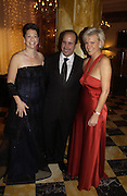 Mr Russell Sternlicht and his wife Missy and the General Manager of the Crillon Hotel. The 2005 Crillon Debutante Ball. Crillon Hotel, Paris. 26  November 2005. ONE TIME USE ONLY - DO NOT ARCHIVE  © Copyright Photograph by Dafydd Jones 66 Stockwell Park Rd. London SW9 0DA Tel 020 7733 0108 www.dafjones.com