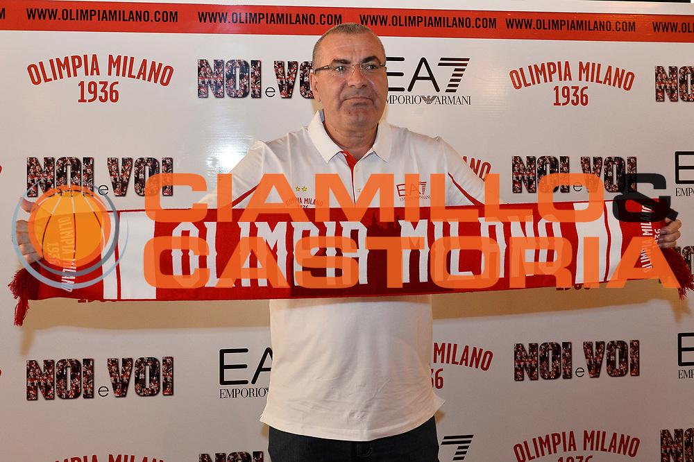DESCRIZIONE : Milano Presentazione di Jasmin Repesa nuovo allenatore Olimpia Miliano <br /> GIOCATORE : Jasmin Repesa <br /> CATEGORIA : ritratto allenatore coach<br /> SQUADRA : EA7 Olimpia Milano<br /> EVENTO : LegaBasket Serie A Beko 2015/2016<br /> GARA : Presentazione di Jasmin Repesa<br /> DATA : 06/07/2015 <br /> SPORT : Pallacanestro <br /> AUTORE : Agenzia Ciamillo-Castoria / Richard Morgano<br /> Galleria : Lega Basket A 2015-2016 Fotonotizia : Milano Presentazione di Jasmin Repesa nuovo allenatore Olimpia Miliano  Predefinita :