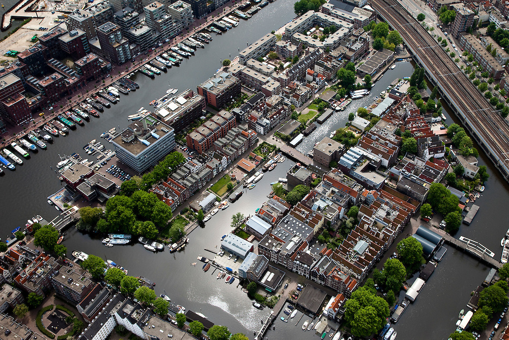 Nederland, Amsterdam, Centrum, 25-05-2010. De  Westelijke Eilanden, Bickerseiland, Prinseneiland en Realeneiland. Boven in beeld Westerdokseiland..Former western Docklands and old harbours..luchtfoto (toeslag), aerial photo (additional fee required).foto/photo Siebe Swart