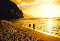 Sunset at Ke'e Beach (beginning of  the Na Pali Coast), north shore of Kaua'i, Hawaii USA
