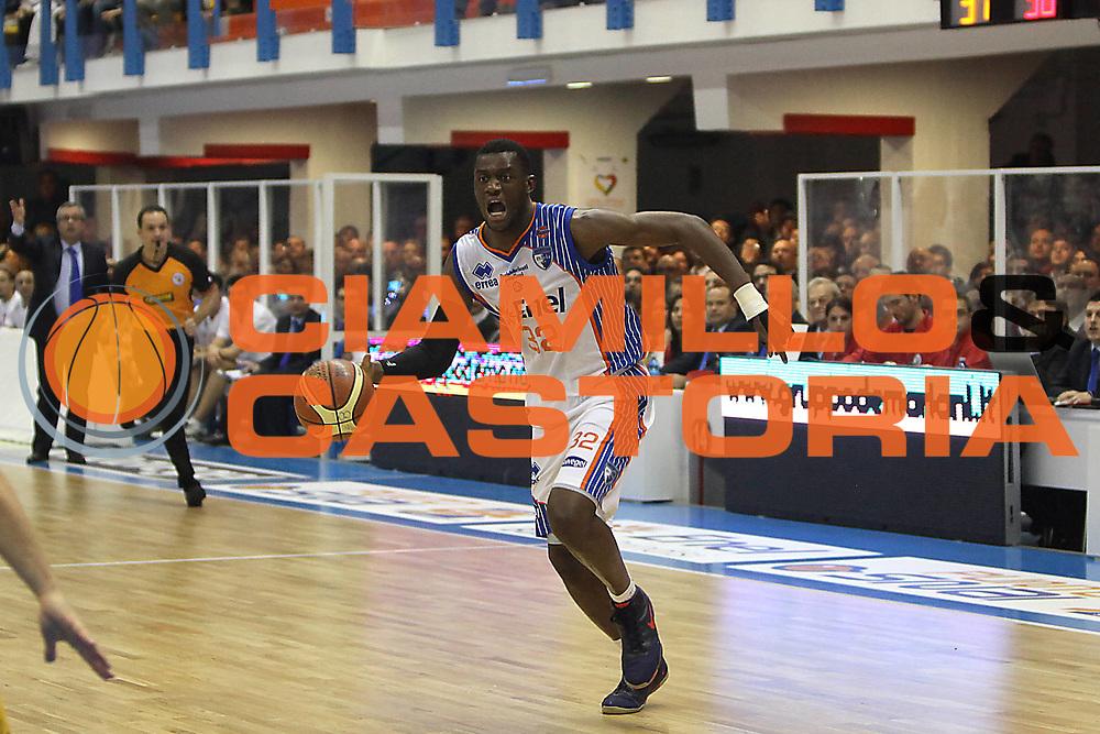 DESCRIZIONE : Brindisi Lega A 2010-11 Enel Brindisi Fabi Montegranaro <br /> GIOCATORE : Herve Toure<br /> SQUADRA : Enel Brindisi<br /> EVENTO : Campionato Lega A 2010-2011<br /> GARA : Enel Brindisi Fabi Montegranaro <br /> DATA : 05/12/2010<br /> CATEGORIA : palleggio<br /> SPORT : Pallacanestro<br /> AUTORE : Agenzia Ciamillo-Castoria/C.De Massis<br /> Galleria : Lega Basket A 2010-2011<br /> Fotonotizia : Brindisi Lega A 2010-11 Enel Brindisi Fabi Montegranaro <br /> Predefinita :