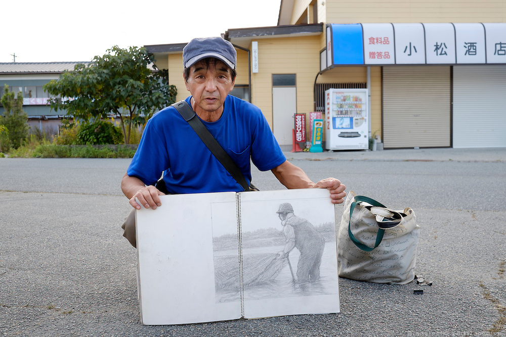 Kazuo YAMAUCHI is a Naha born artist that lives in Iwaki. He came to Naraha to look around and draw.