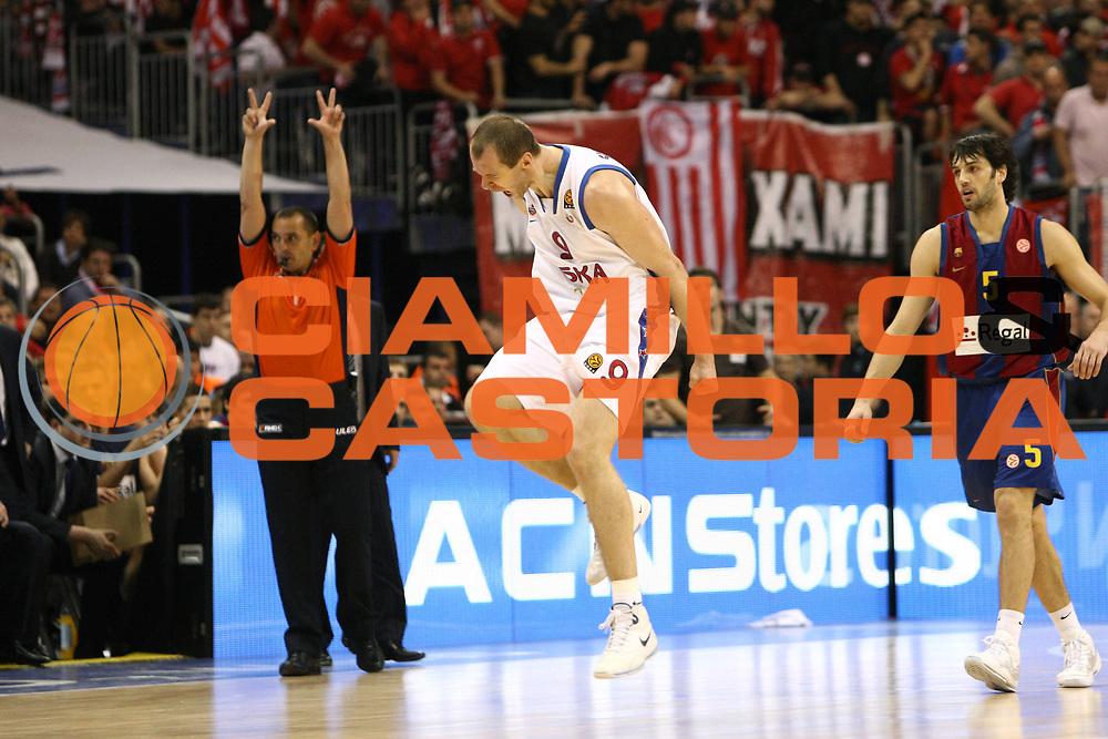 DESCRIZIONE : Berlino Eurolega 2008-09 Final Four Semifinale Regal Barcellona CSKA Mosca <br /> GIOCATORE : Ramunas Siskauskas<br /> SQUADRA : CSKA Mosca  <br /> EVENTO : Eurolega 2008-2009 <br /> GARA : Regal Barcellona CSKA Mosca <br /> DATA : 01/05/2009 <br /> CATEGORIA : Esultanza<br /> SPORT : Pallacanestro <br /> AUTORE : Agenzia Ciamillo-Castoria/C.De Massis