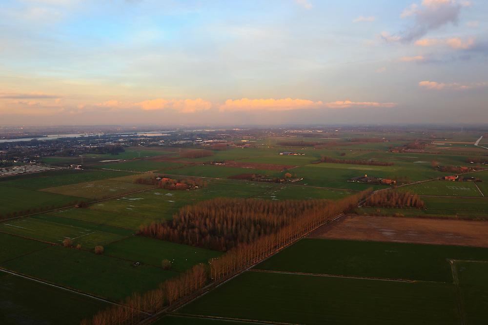 Nederland, Gelderland, Land van Maas en Waal, 15-11-2010; ten zuiden van Druten, richting Waal.The Land of Maas and Waal..luchtfoto (toeslag), aerial photo (additional fee required).foto/photo Siebe Swart