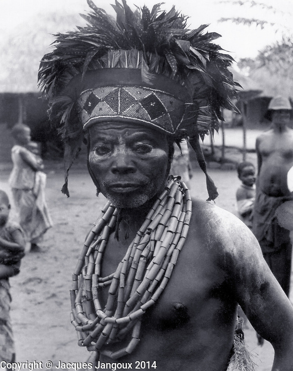 Luba traditional diviner (medicine man, witch doctor) dancing to he sound of slit drum, Kaluanzo, Katanga Province, then Belgian Congo, now Democratic Republic of the Congo (1959)