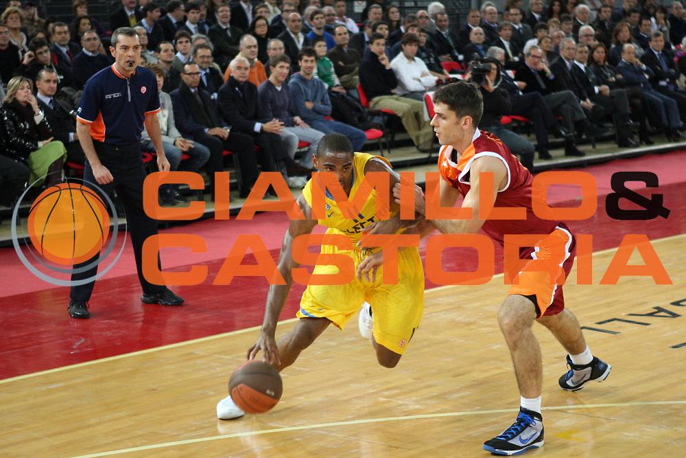 DESCRIZIONE : Roma Eurolega 2009-10 Lottomatica Virtus Roma Maccabi Electra Tel Aviv<br /> GIOCATORE :  Alan Anderson<br /> SQUADRA : Maccabi Electra Tel Aviv<br /> EVENTO : Eurolega 2009-2010<br /> GARA : Lottomatica Virtus Roma Maccabi Electra Tel Aviv<br /> DATA : 12/11/2009 <br /> CATEGORIA : palleggio<br /> SPORT : Pallacanestro <br /> AUTORE : Agenzia Ciamillo-Castoria/E.Castoria<br /> Galleria : Eurolega 2009-2010 <br /> Fotonotizia : Roma Eurolega 2009-10 Lottomatica Virtus Roma Maccabi Electra Tel Aviv<br /> Predefinita :