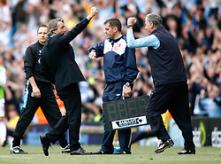 01.05.2010, City of Manchester Stadium, Manchester, ENG, PL, Manchester City vs Aston Villa im Bild Manchester City Manager, Roberto Mancini celebrates with his Assistant Brian Kidd as the 3rd goal is scored, EXPA Pictures © 2010, PhotoCredit EXPA/ Marc Atkins / SPORTIDA PHOTO AGENCY
