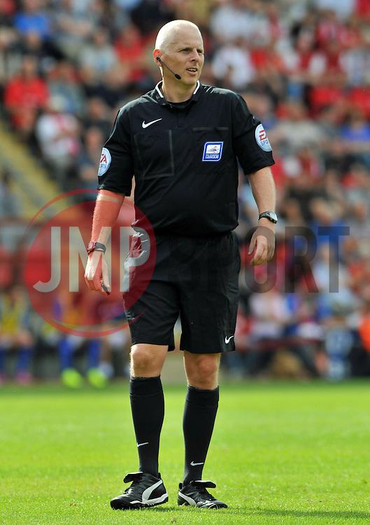 Referee Michael Bull - photo mandatory by-line David Purday JMP- Tel: Mobile 07966 386802 09/08/14 - Leyton Orient v Chesterfield - SPORT - FOOTBALL - Sky Bet Leauge 1 - London -  Matchroom Stadium