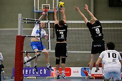 29-01-2013 VOLLEYBAL: BEKER TILBURG STV - ABIANT LYCURGUS 2 : TILBURG <br /> Jochem van Diepen, Abiant Lycurgus 2 valt aan, Dirk Sparidans, Jasper Diefenbach proberen te blokkeren.<br /> &copy;2012-FotoHoogendoorn.nl / Pim Waslander