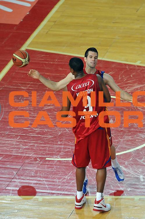 DESCRIZIONE : Roma Lega A 2008-09 Playoff Quarti di Finale Gara 1 Lottomatica Virtus Roma Angelico Biella<br /> GIOCATORE : Sani Becirovic Andre Hutson<br /> SQUADRA : Lottomatica Virtus Roma<br /> EVENTO : Campionato Lega A 2008-2009 <br /> GARA : Lottomatica Virtus Roma Angelico Biella<br /> DATA : 18/05/2009<br /> CATEGORIA : Esultanza<br /> SPORT : Pallacanestro <br /> AUTORE : Agenzia Ciamillo-Castoria/G.Vannicelli