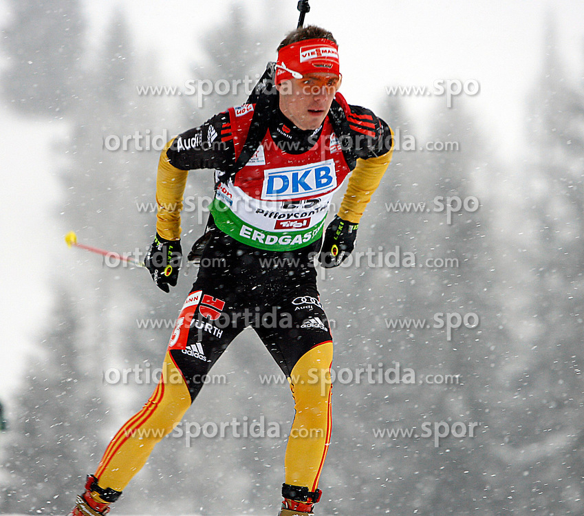 15.12.2011, Biathlonzentrum, Hochfilzen, AUT, E.ON IBU Weltcup, 3. Biathlon, Hochfilzen, Sprint Maenner, im Bild Simon Schempp (GER) // during Sprint men E.ON IBU World Cup 3th Biathlon, Hochfilzen, Austria on 2011/12/15. EXPA Pictures © 2011, PhotoCredit: EXPA/ Oskar Hoeher