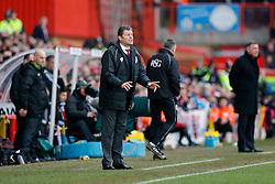 Bristol City Manager Steve Cotterill shouts - Photo mandatory by-line: Rogan Thomson/JMP - 07966 386802 - 25/01/2015 - SPORT - FOOTBALL - Bristol, England - Ashton Gate Stadium - Bristol City v West Ham United - FA Cup Fourth Round Proper.