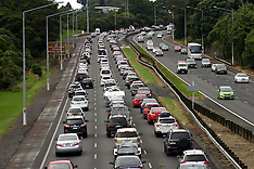 Auckland-Easter traffic clogs southern motorway