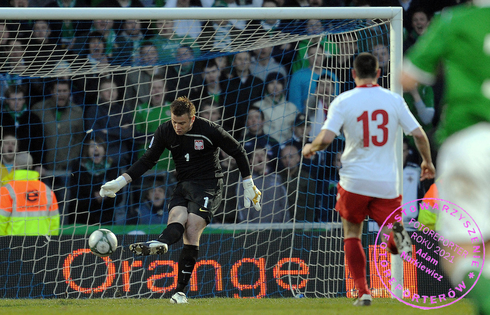 GOALKEEPER ARTUR BORUC (POLAND) MISS THE GOAL DURING QUALIFICATION WORLD CAP SOUTH AFRICA 2010 SOCCER MATCH BETWEEN POLAND AND NORTHERN IRELAND IN BELFAST , NORTHERN IRELAND...NORTHERN IRELAND, BELFAST , MARCH 28, 2009..( PHOTO BY ADAM NURKIEWICZ / MEDIASPORT )..PICTURE ALSO AVAIBLE IN RAW OR TIFF FORMAT ON SPECIAL REQUEST.
